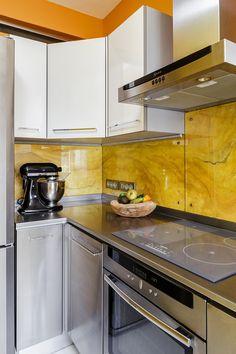 Cuisine. Kitchenaid Artisan Noir, Réfrigérateur Liebherr, Hotte Neff, Siemens plaque induction.  Kitchen. Kitchenaid Artisan, Refrigerator Liebherr, Neff cooker hood and oven, Siemens induction cooker. Feng shui.