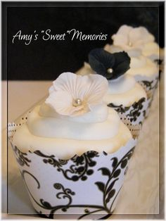 Black & white cupcakes with hydrangea & pearl flower picks.