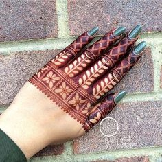 Picking a mehndi design is the most confusing task ever when you have so many designs to choose from. Fret not, our post about simple mehndi designs for 2018 will end your search for the perfect mehendi design that you are looking for! Easy Mehndi Designs, Henna Hand Designs, Dulhan Mehndi Designs, Latest Mehndi Designs, Bridal Mehndi Designs, Mehndi Designs Finger, Engagement Mehndi Designs, Floral Henna Designs, Legs Mehndi Design
