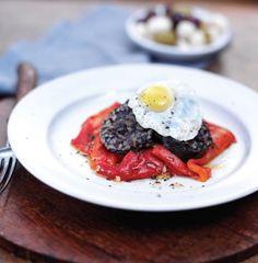 Se à morcela juntar pimentos condimentados e ovos de codorniz, obtém uma combinação muito clássica