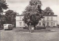 Diese Aufnahmen zeigen die Ortschaft Glöwen und das Bahnhofs-Gebäude zu unterschiedlichen Zeiten. Festgehalten in Form von Postkarten. Vielen Dank an Herr Knopf und Herrn Wredenhagen für die Bereitstellung dieses interessanten Materials.