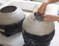 How to Make a Coil Pot: Using Flat Coils to Construct Large Jars - Ceramic Arts Network - Solly Medeway Ceramic Clay, Ceramic Bowls, Ceramic Pottery, Slab Pottery, Ceramic Techniques, Pottery Techniques, Ceramic Arts Daily, Coil Pots, Hand Built Pottery