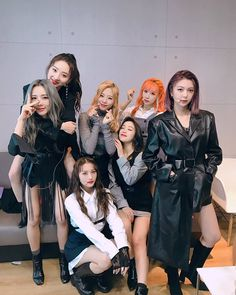 Lirik Lagu Dreamcatcher - What dan Terjemahannya Kpop Girl Groups, Korean Girl Groups, Kpop Girls, Extended Play, K Pop, Dreamcatcher Wallpaper, Kim Min Ji, Estilo Rock, Uzzlang Girl