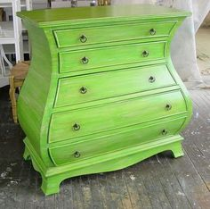 Sydney Barton - Painted Furniture: Green Chest of Drawers. Done with a combination of 4 dry brushed layers with an umber glaze rubbed on at the end. Green Painted Furniture, Distressed Furniture Painting, Funky Furniture, Paint Furniture, Shabby Chic Furniture, Furniture Projects, Furniture Makeover, Home Furniture, Furniture Design