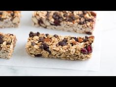 Simple, Soft and Chewy Granola Bars Recipe. This is the best granola bar recipe I've found! They came out beautifully. I added chocolate chips and dried cranberries. Soft And Chewy Granola Bars Recipe, Homemade Granola Bars, Snacks Saludables, Mini Chocolate Chips, Chocolate Granola, The Best, Healthy Snacks, Healthy Recipes, Sweet Treats
