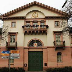 Die Karlsruher Münzprägestätte ist die kleinste der fünf in #Deutschland. Wusstet ihr dass alle #Münzen mit dem Prägebuchstaben G aus #Karlsruhe kommen? Die ersten Münzen die hier geprägt wurden waren 5-Gulden-Münzen aus feinstem Rheingold.  #visitkarlsruhe #visitbawu #bwjetzt #travel #money #building #weinbrenner #haus #gebäude #history #joingermantradition #germany