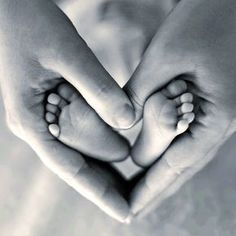 """Heart, hands, & baby feet baby-photos, and there's one where the dad's hands are in a """"V"""" shape under moms - I can't find it! Foto Newborn, Newborn Baby Photos, Baby Poses, Baby Boy Photos, Newborn Shoot, Newborn Baby Photography, Newborn Pictures, Pregnancy Photos, Baby Feet Pictures"""