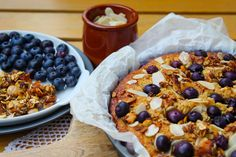 Ottolenghi's Blueberry, Almond and Coconut cake with homemade granola- Mandulás Áfonyatorta Házi Granolával Granola, Cereal, Oatmeal, Breakfast, Desserts, Food, The Oatmeal, Morning Coffee, Tailgate Desserts