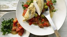 So duftet und schmeckt's in Südfrankreich: Provenzalisches Hähnchen mit Tomaten und Oliven | http://eatsmarter.de/rezepte/provenzalisches-haehnchen