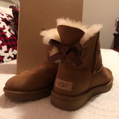 cb7e2c44473d42 Shop Women s UGG Tan size 7 Ankle Boots   Booties at a discounted price at  Poshmark. Description  Like new UGG mini bailey bow boots.