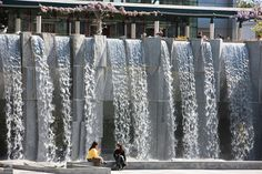 Women enjoy a sunny afternoon in front of the Yerba Buena Gardens waterfall in downtown San Francisco, California Outdoor Water Features, Water Features In The Garden, Landscape Walls, Landscape Design, Water Mister, Japan Interior, Water Architecture, Commercial Landscaping, Vertical Garden Wall