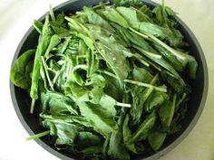 Réutilisez l'eau de cuisson de l'oseille pour nettoyer l'argenterie