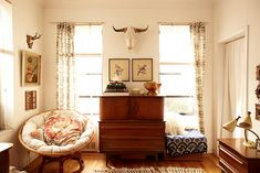 papasan chair mixed with vintage treasures #livingroom