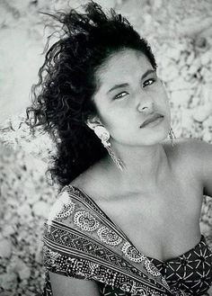 Selena Quintanilla Perez, Selena And Chris Perez, Queen Images, Curly Hair Styles, Natural Hair Styles, Red Curls, Curly Ponytail, Dark Lipstick, Natural Curls