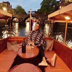 Best way to visit Amsterdam!!! Good company, wine, boat, sunset, ... #meandhim #amsterdam #holand #romantic #boat #ride #wine #sunset #monamour #vacation #smile #peaceful #holidays #instatravel #instagram #wanderlust #love #amor #feliz #happy #thankful #eueele #vinho #barco #pordosol #perfeito 👫💐❤️🌷 #goodnight #boanoite #bonnuit