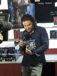 Aidan promoting BH at San Diago ComicCon in 20102010