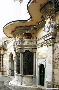 The door of Nuriosmaniye Mosque was built, in 1748 for I. Mahmut Sultan when the Baroque style was fashionable in the Ottoman Empire. Turkish Architecture, Historical Architecture, Beautiful Architecture, Art And Architecture, Architecture Details, The Beautiful Country, Beautiful Places, Republic Of Turkey, Turkish Art