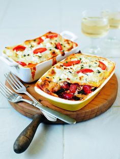 Roasted vegetable and goat's cheese lasagne recipe. You can make this vegetarian lasagne with ready-made lasagne sheets or by using home-made pasta recipe. Veggie Recipes, Vegetarian Recipes, Cooking Recipes, Healthy Recipes, Free Recipes, Savoury Recipes, Veggie Dinners, Alkaline Recipes, Veggie Food