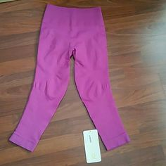 NWT LULULEMON ZONE IN CROP NWT LULULEMON ZONE IN CROP.  Size 6. New with tag. No trades. lululemon athletica Pants Leggings