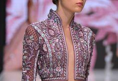 See Michael Cinco's Stunning Debut At Paris Couture Week Filipino Fashion, Asian Fashion, Love Fashion, Girl Fashion, Fashion Show, Fashion Ideas, Philippines Outfit, Philippines Fashion, Fashion Week Paris