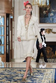 The looks of Métiers d'Art 2016/17 Ready-to-wear collection on the CHANEL official website