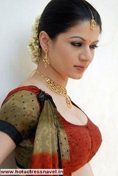 hot indian saree cleavage