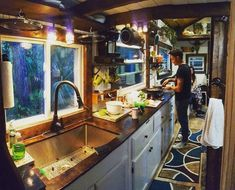 In order to save money, one college student decided to skip dorm life and build his own tiny house.