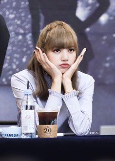Kpop Girl Groups, Korean Girl Groups, Kpop Girls, Kim Jennie, Yg Entertainment, Black Pink Kpop, Rap Lines, Kim Jisoo, Blackpink Lisa