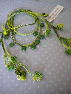 Crochet Shamrock Necklace by Hiromi. Diagram and a link to photo tutorial on Flickr.