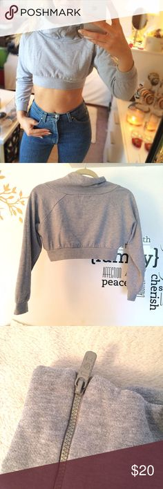 Grey Thick Turtleneck Pullover Crop Top! 🐰 Like brand new, in excellent condition:) Measures approximately from top of the turtle neck to the bottom 13.25 inches front and 15 inches back. I would say this is for petite girl. Size and material not listed. Reserved Tops Crop Tops