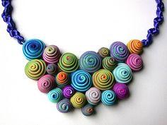 Girelle di Fimo coloratissime e davvero facili da fare. Mono o bicolore