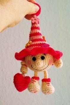 Gnome Jamie - Jzamell Teddy's & Co. - Amigurumi Tips Crochet Fairy, Crochet Tree, Cute Crochet, Crochet Crafts, Crochet Projects, Diy Crafts, Crochet Christmas Decorations, Christmas Crochet Patterns, Holiday Crochet