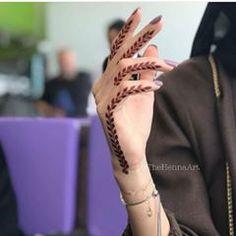 some minimalistic henna inspo for eid shouldn't go amiss Modern Henna Designs, Mehndi Designs For Girls, Mehndi Designs For Beginners, Mehndi Design Photos, Henna Designs Easy, Beautiful Henna Designs, Mehndi Designs For Fingers, Dulhan Mehndi Designs, Latest Mehndi Designs