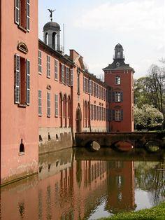Schloß Kalkum in Düsseldorf,umgebaut  ca 1806-14   https://upload.wikimedia.org/wikipedia/commons/c/c9/Duesseldorf_Kalkum_v_NW1.JPG?uselang=de