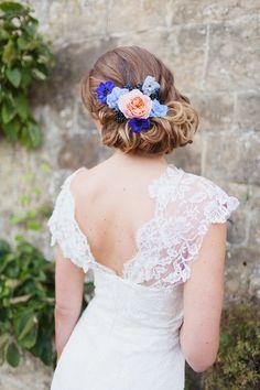 bruidskapsel-opgestoken-kleurrijke-bloemen