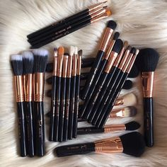 On Wednesdays, we use #copper brushes! Shop these beauties.#sigmabeauty #sigmabrushes  Photo by: @evangeline_mua