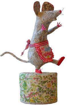 Vanessa Cabban - paper mache mouse...gave me an idea for a needle felt project