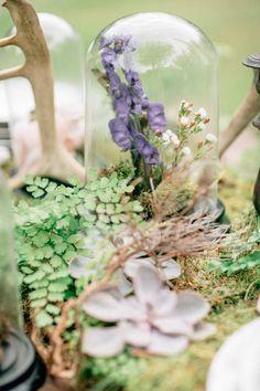 Ph. Warmphoto - Concept, planning and styling Camilla Cascino - Floral JardinDivers - Dress La jolie fille - Muha Manola Spaziani - Plates Dishesonly - Calligraphy Cecilia Boschi
