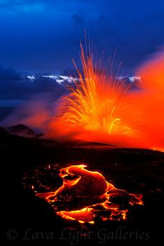 volcano lava kilauea hawaii one of my favorite things in nature All Nature, Science And Nature, Amazing Nature, Volcan Eruption, Fuerza Natural, Cool Pictures, Cool Photos, Monte Fuji, Lava Flow