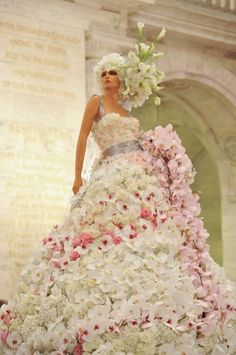 This makes me want to puque.  First it has like a million flowers, which i don't like on dresses.  Oh and the hair piece is also very ugly.