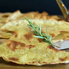 15 prodotti per un abbecedario della cucina sarda. Diteci cosa manca. Tutto su www.gamberorosso.it #foodie #food #cucinasarda #paneguttiau #instagood #instafood #pane #mirto #seadas #sardegna