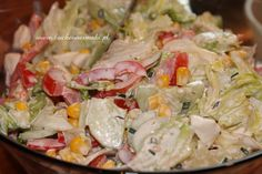 LEKKA SAŁATA LODOWA Z MOZARELLĄ I SOSEM CZOSNKOWYM Cobb Salad, Potato Salad, Potatoes, Tasty, Chicken, Ethnic Recipes, Food, Diet, Essen