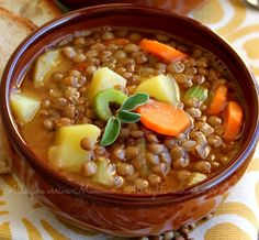 Zuppa lenticchie carote e patate una bontà invernale per i nostri bimbi. Carote, patate e pomodorini ci aiutano a dare più colore alla nostra zuppa Raw Food Recipes, Italian Recipes, Soup Recipes, Vegetarian Recipes, Cooking Recipes, Healthy Recipes, Italy Food, Slow Food, Light Recipes