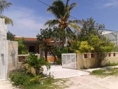 Casa Leydi A Chelem Situated in Chuburn? in the Yucat?n Region, this detached holiday home features a patio and a garden. The property is 38 km from M?rida and free private parking is available.  The kitchen is fitted with a fridge.