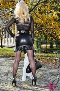 Leather Catsuit, Black Leather Skirts, Sexy Latex, Sexy Skirt, Latex Fashion, Hot Dress, Little Dresses, Well Dressed, Sexy Legs