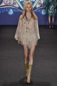 sparkling trend 2015, theladycracy.it, elisa bellino, fashion trend 2015, sequined skirt, best fashion summer trends, my little pony eighties, versace, oscar de la renta
