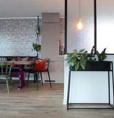Some kitchen... ☺️ #diningroom #spisestue #interior #interiør #rom123 #rom123egmont #kkliving #boligmagasinetdk #boligmagasinet #interior_magasinet #interior123 #interiorw #interior4all #skonahem #colorful_interior #colorful_shots #colorfulhome #fargerikehjem #brickwall #murvegg #kartell #gjenbruk #bruktfunn #retro