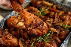 Kurczak pieczony na ryżu - jednogarnkowy, szybki obiad lub kolacja na ciepło. Aromatyczne, smaczne, soczyste mięso, łatwe nawet dla niewprawnych kucharzy. B Food, Food Porn, Cakes And More, Tandoori Chicken, Chicken Wings, Poultry, Meal Planning, Turkey, Food And Drink
