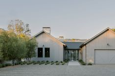 """American firms Wade Design Architects and Geremia Design took cues from """"modern farmhouse architecture"""" to create a home in northern California. Farmhouse Architecture, Sustainable Architecture, Residential Architecture, Landscape Architecture, Classical Architecture, Ancient Architecture, California Homes, California Wine, Northern California"""
