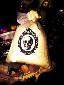 Dream Satchel: Dream Pillow Satchels are small muslin bags filled with fragrant potent herbs and items to aid in #dreaming, #psychic visions, and #protection during #astral travel. #witchcraft #dreampillow